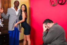 Nadia Styles some studly interracial hookup with Sean Michaels !