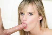 Spectacular Jillian Janson is giving a cute dirty bj