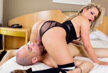 Lusty T-Lady Ravages Muscle Fellow
