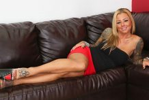 Big-titted Golden-haired Britney Shannony Tugging LIVE!
