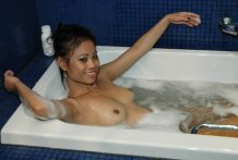 Nice-assed Asian babe offers soapy therapeutic massage and bj to vacationer