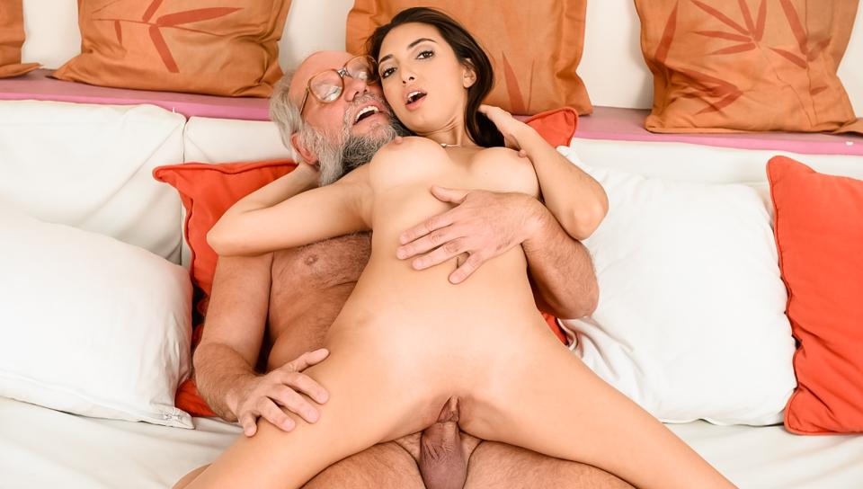 Railing A Lusty Latina