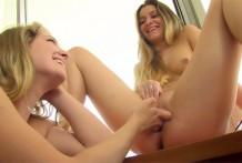 Nicole and Veronica Hawaii Pussy Play
