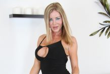 Chesty mother I'd like to fuck Amber Michaels LIVE