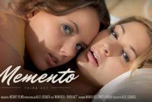Memento 3rd Action – Mango A Tracy Lindsay
