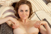 Inviting mummy Tina Kay