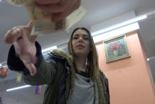 Czech Pawn Store – Younger Woman Loves to Swallow