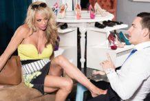 Raquel's a shoe-in to receive u off