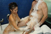 Superb-assed Asian babe provides soapy therapeutic massage and bj to vacationer