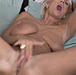 Blonde Sexpot Roxana
